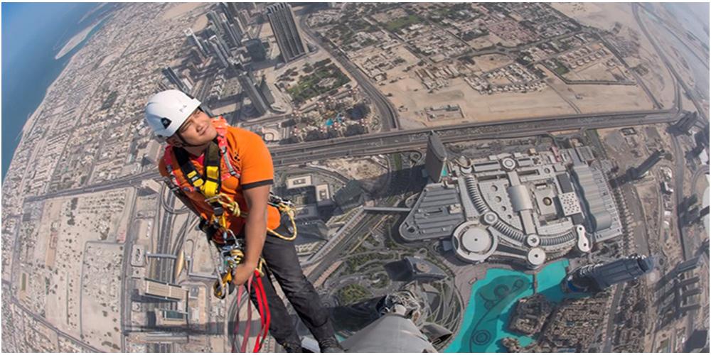 Joe McNally Climbs Burj Khalifa