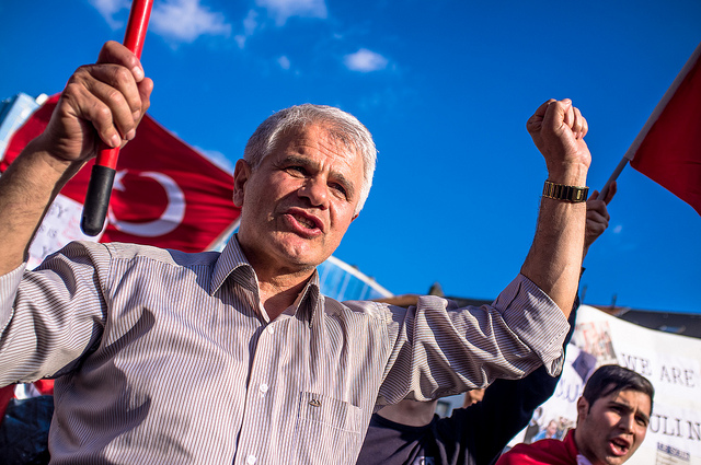 Smartphones, Turkey, Taksim-Square, social-media, Twitter, Facebook, Flickr, Gezi-Park, Recep-Tayyip-Erdogan, Arab-Spring-revolutions, protests, Turkey-protests, government