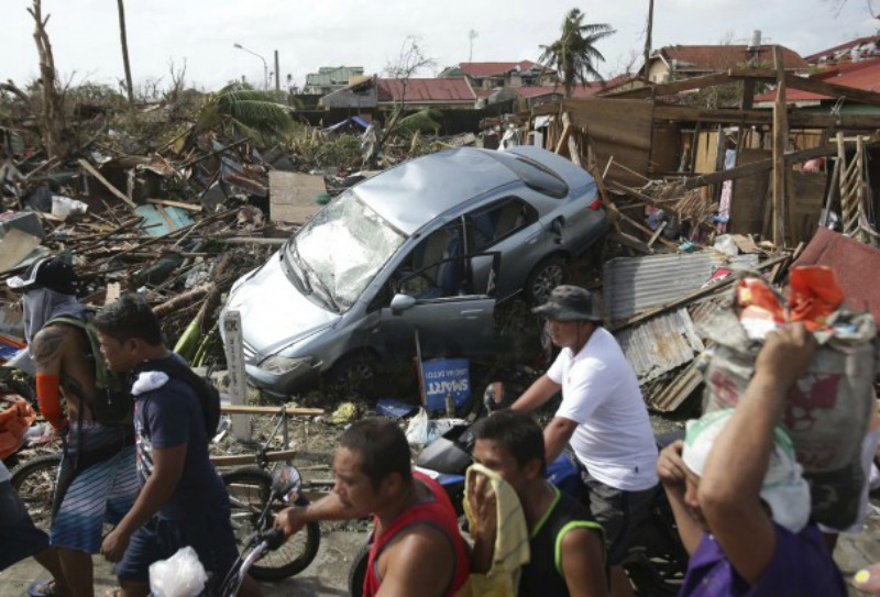 typhoon, Haiyan, Aaron-Favila, Red-Cross, Disaster-Relief, photo
