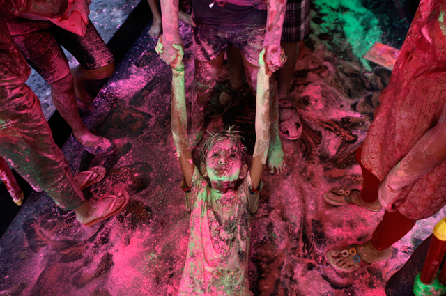 © Arun Sankar K/Associated Press, holi-celebrations, 2014, India, Photogrpahy, festival-of-colors