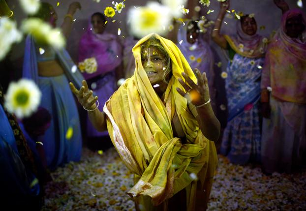 © Ahmad Masood/Reuters, holi-celebrations, 2014, India, Photogrpahy, festival-of-colors
