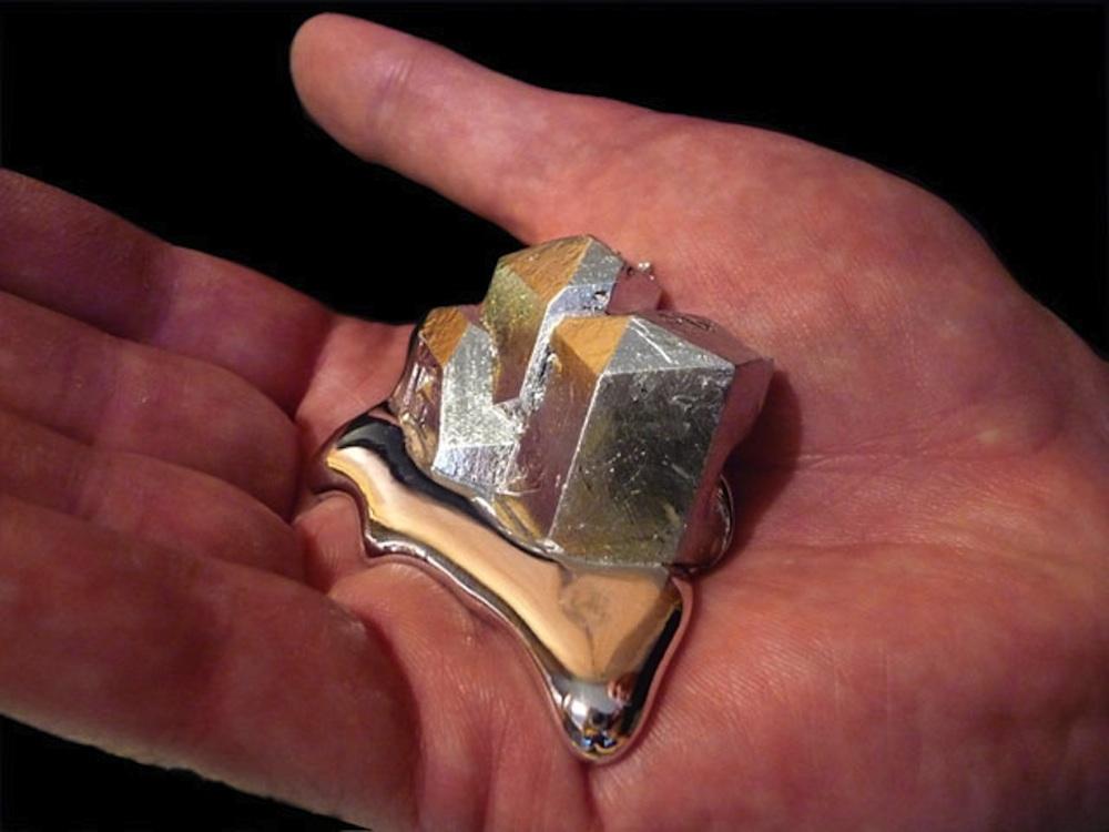 Почему долгое время алюминий считался драгоценным металлом