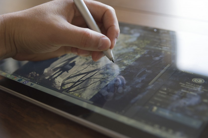 Review Surface Pro 3 Photoshop Touch Workspace resting hand
