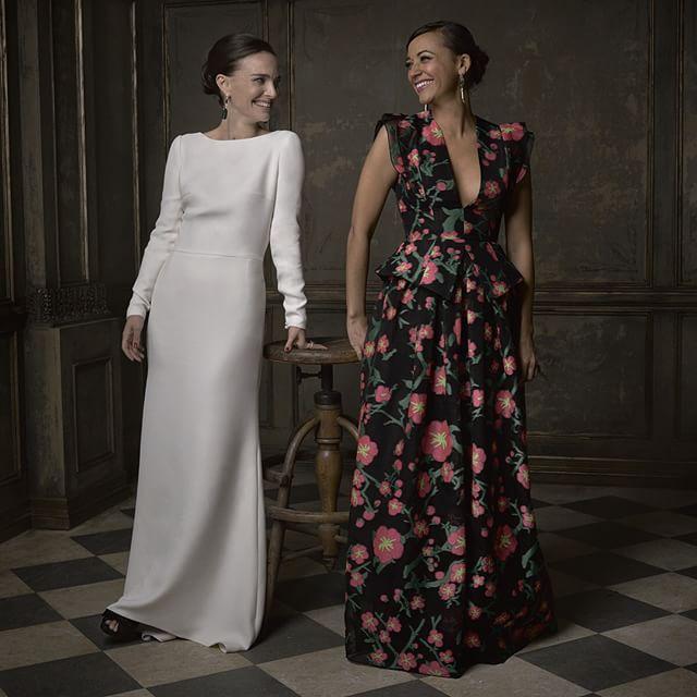 Smiling swans! Here's Natalie Portman and Rashida Jones in @markseliger's #vfoscarparty portrait studio! © Vanity Fair