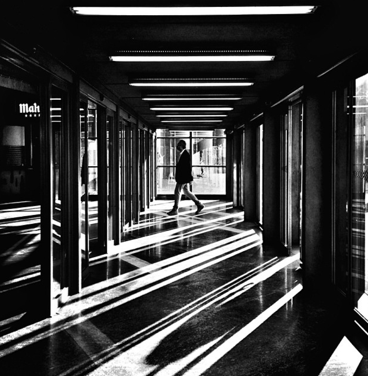 Photographer of the day: José Luis Barcia Fernandez and his Stunning Black & White iPhone Street Photos. - Resource