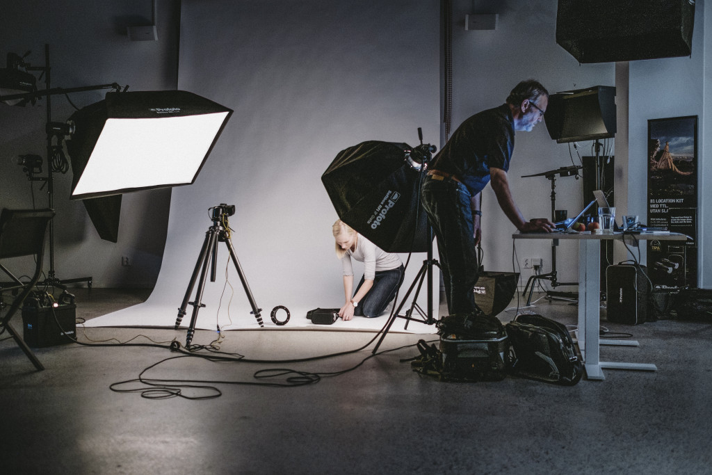 Product Marketing Manager Anna Riberth and photographer Gert Jansson are taking pictures for a manual in the Profoto studio.